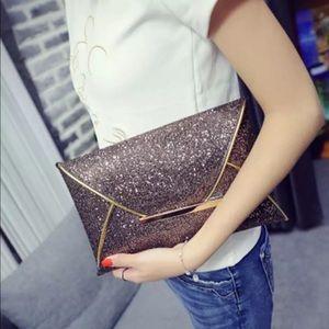 Handbags - JUST IN!⭐️🔥Bronze Glitter Envelope Clutch!